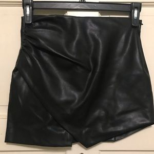 Zara vegan leather blk asymmetric skirt XS w/ zip